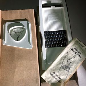 Pampered Chef Slicer in box
